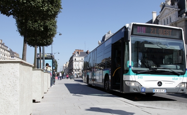 Un bus dans la ville de Rennes