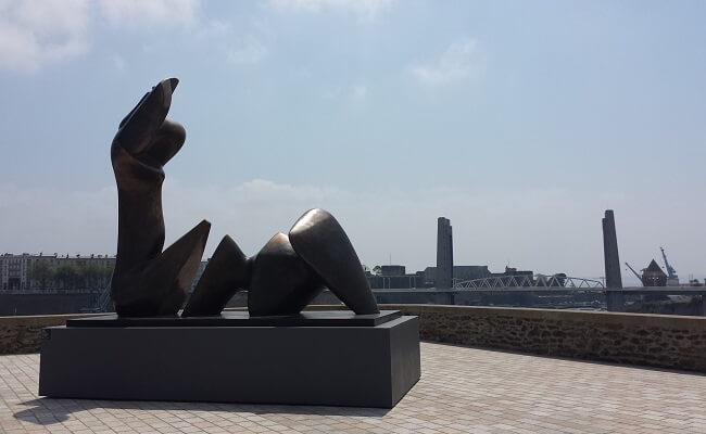 Sculpture d'Henry Moore aux Capucins à Brest